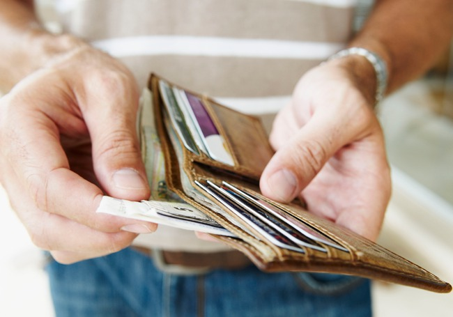8 Ways Minimalism Can Help Maximize Your Wallet
