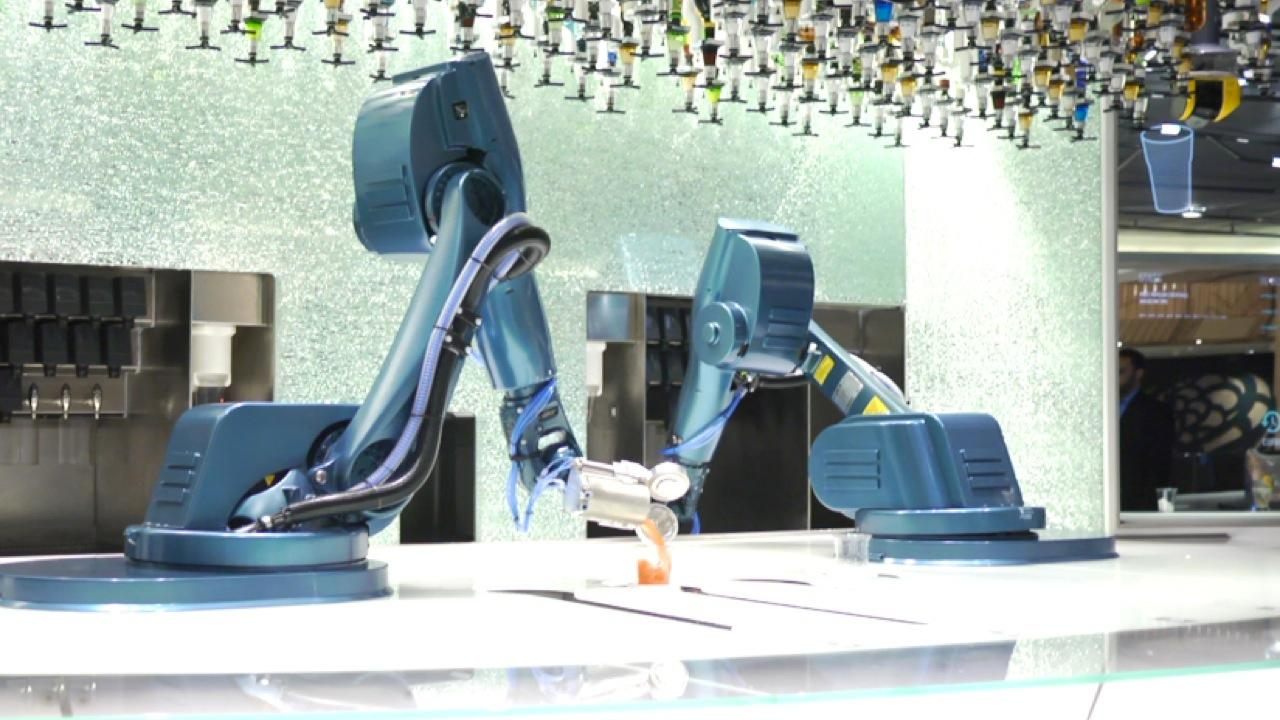 The Bionic Bar, Where Robots Are in Charge